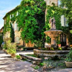 Fountain  Village Provence